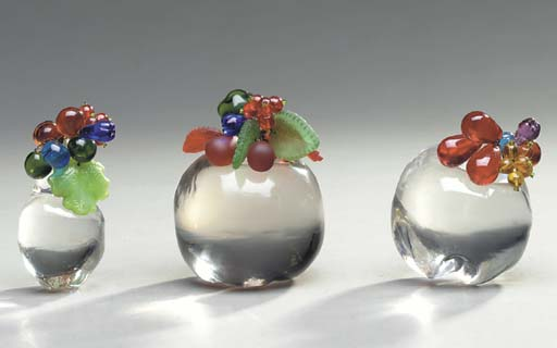 A GROUP OF FRUIT AND FLORIFORM GLASS TABLE DECORATIONS,
