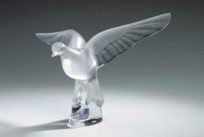 A FROSTED GLASS SCULPTURE OF A