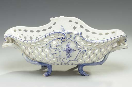 A MEISSEN BLUE AND WHITE LARGE