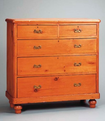 AN AMERICAN PINE CHEST OF DRAW