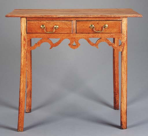 AN OAK DRESSING TABLE