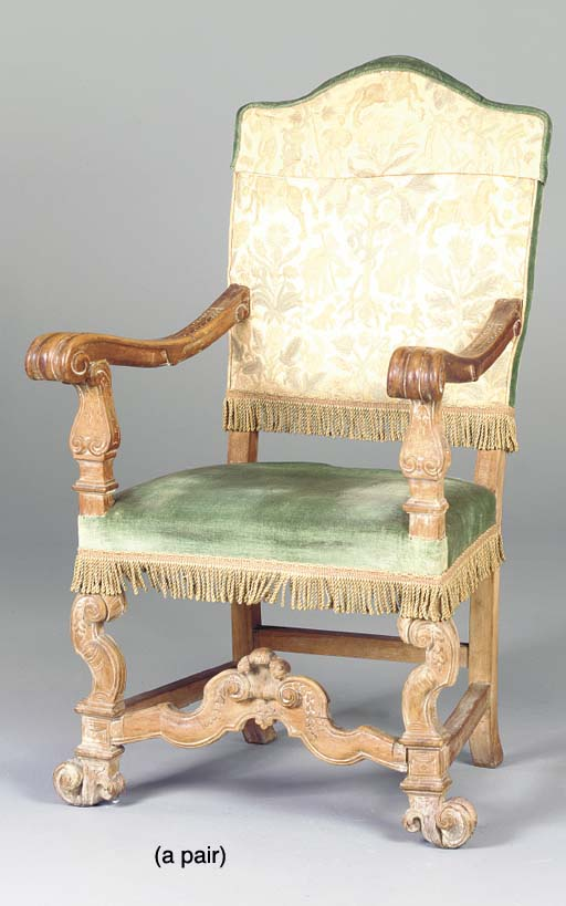 A PAIR OF BAROQUE STYLE CARVED