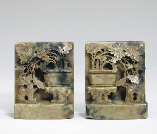 A PAIR OF SPINACH JADE BOOKEND