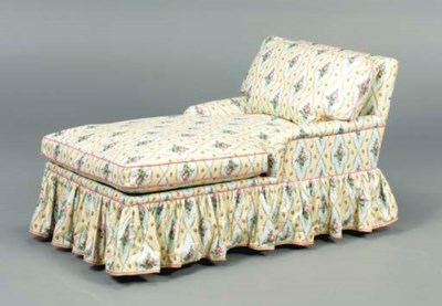 AN UPHOLSTERED CHAISE LOUNGE