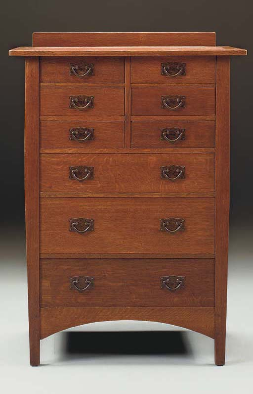 AN OAK CHEST OF DRAWERS