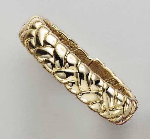 AN 18K GOLD CUFF BRACELET, BY