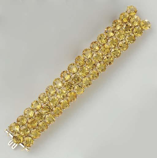A CITRINE AND 18K GOLD BRACELE