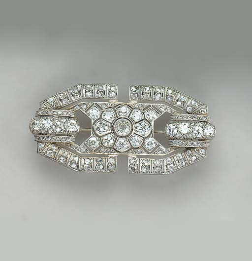 AN ART DECO DIAMOND, PLATINUM