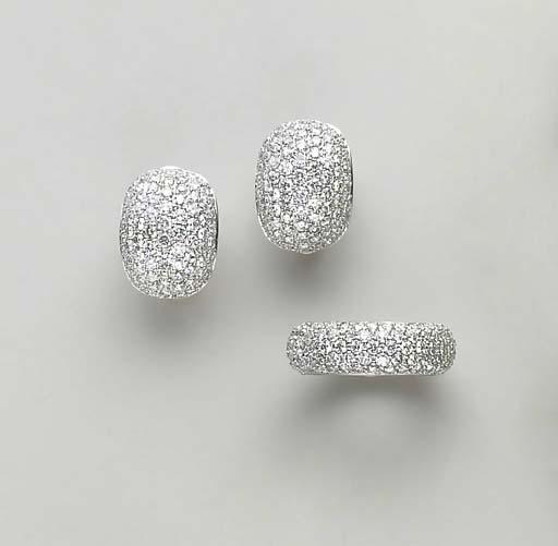 A SET OF DIAMOND AND 18 WHITE