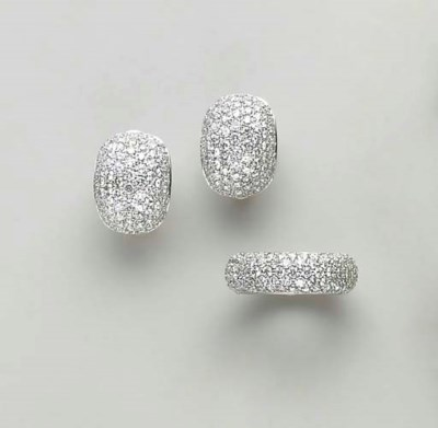 A SET OF DIAMOND AND 18 WHITE