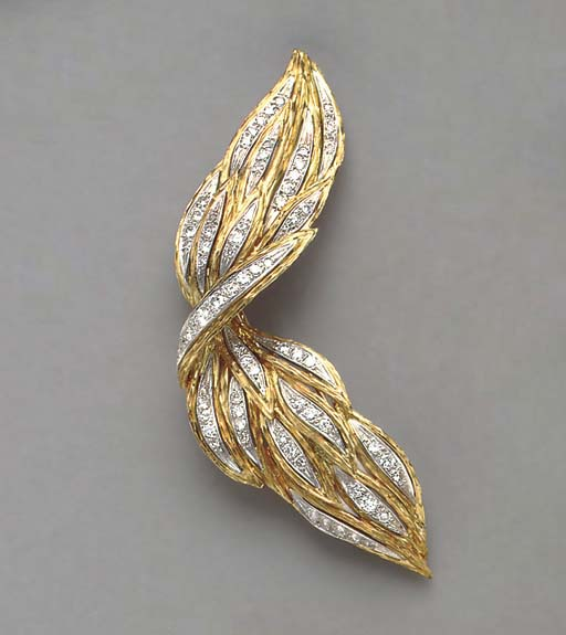 A DIAMOND AND 18K GOLD BROOCH