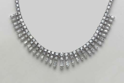 A DIAMOND AND WHITE GOLD NECKL