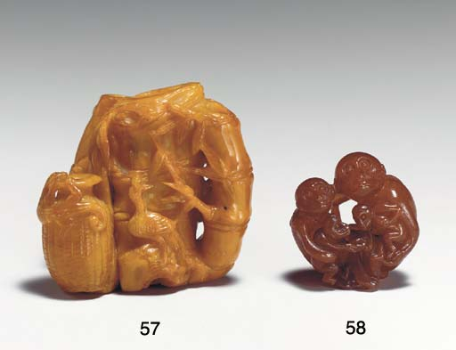 AN UNUSUAL SMALL AMBER CARVING