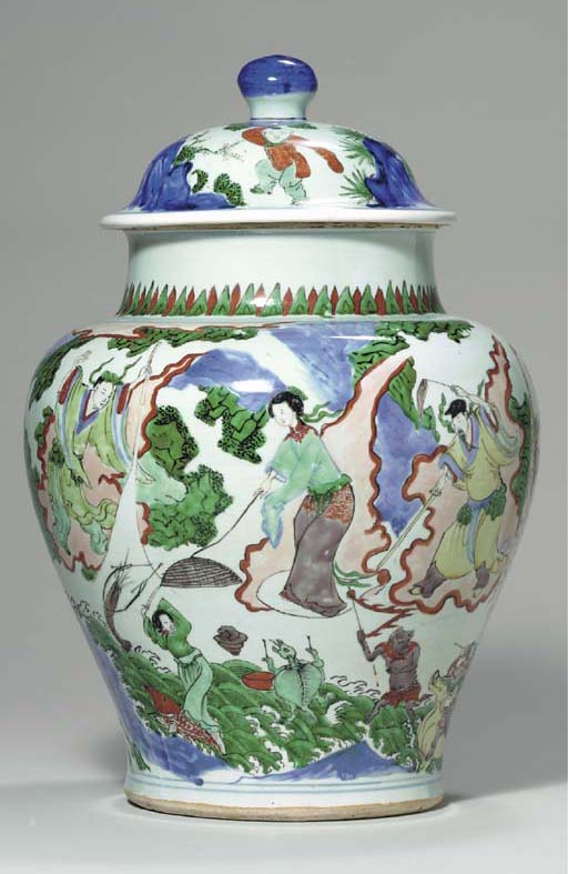 AN UNUSUAL WUCAI BALUSTER JAR