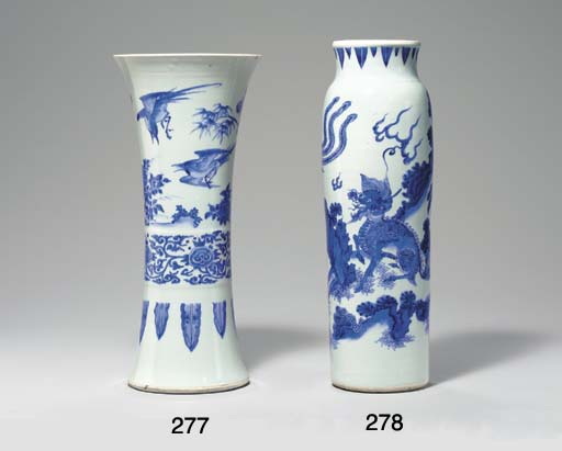 A BLUE AND WHITE BEAKER VASE,