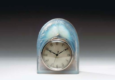 A LALIQUE ELECTRIC CLOCK IN A