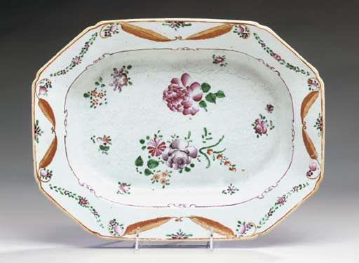 AN OVAL CHINESE EXPORT PORCELA