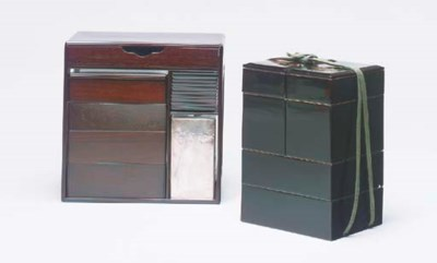 A BLACK LACQUER LUNCH BOX TOGE