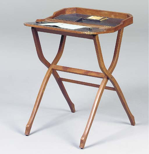 AN EDWARDIAN MAHOGANY PORTABLE