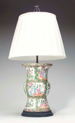 A CHINESE EXPORT PORCELAIN ROS