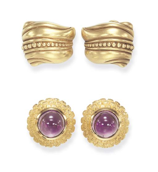 TWO PAIRS OF GOLD EAR CLIPS