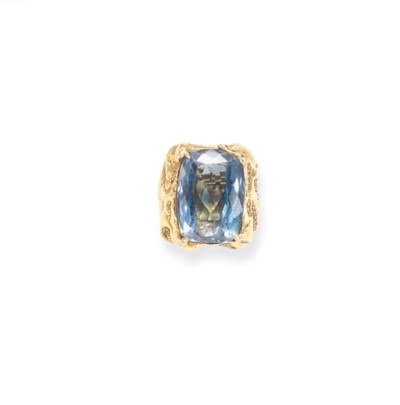 A BLUE TOPAZ AND GOLD RING, BY