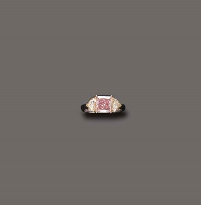 A FANCY ORANGE-BROWN DIAMOND R