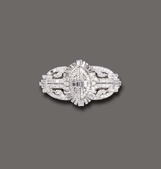 AN ART DECO DIAMOND DOUBLE-CLI