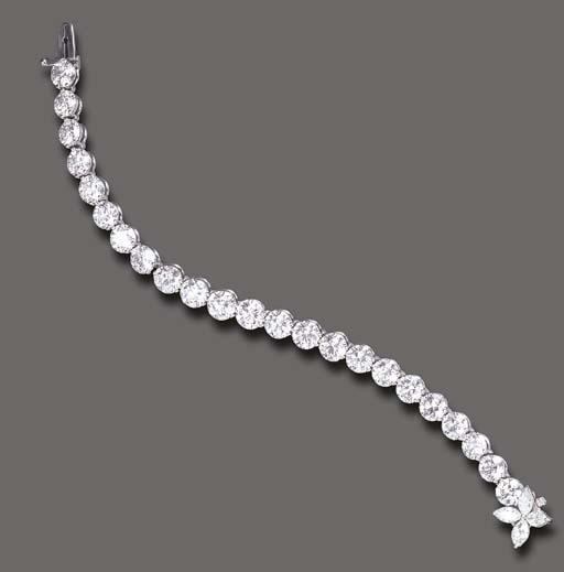 A DIAMOND LINE BRACELET, BY TI