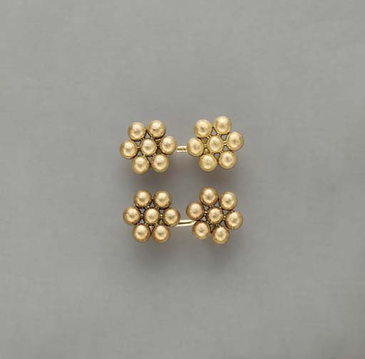 A PAIR OF TEXTURED 18K GOLD CU