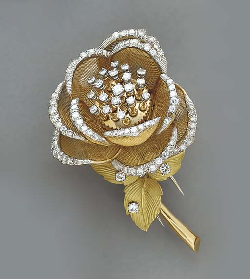 A DIAMOND AND 18K GOLD ROSE BR