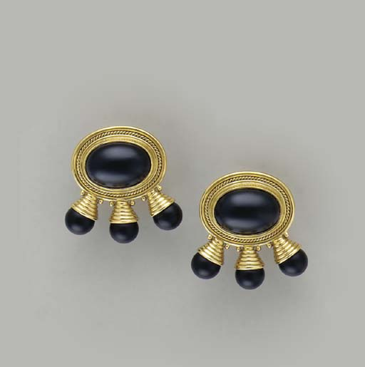A PAIR OF ONYX AND 18K GOLD EA