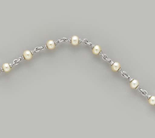 A GOLDEN CULTURED PEARL, DIAMOND AND WHITE GOLD NECKALCE