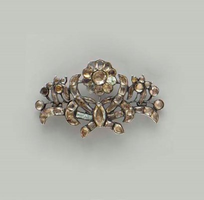 AN ANTIQUE TOPAZ AND SILVER BR