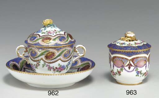 A SEVRES FRISES RICHES POMMADE