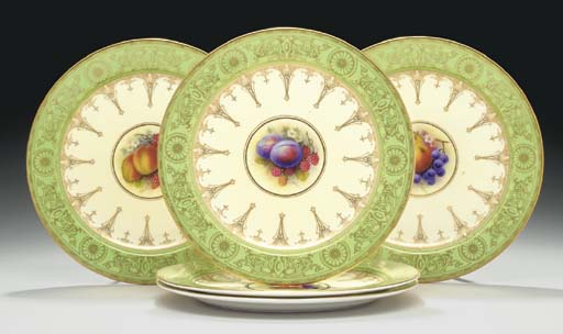 FIVE ROYAL WORCESTER APPLE-GRE