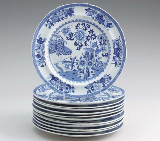 A SET OF TWELVE SPODE NEW STONE CHINA BLUE AND WHITE CHINOISERIE DINNER PLATES,