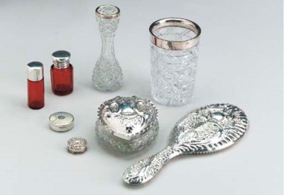 A GROUP OF SILVER AND/OR GLASS