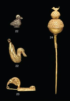 AN ETRUSCAN GOLD PIN