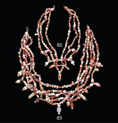 A SYRIAN AGATE BEAD NECKLACE
