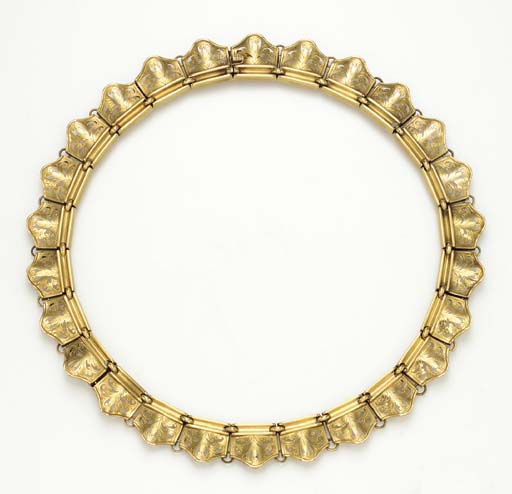 AN ANTIQUE GOLD NECKLACE