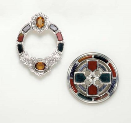 A GROUP OF ANTIQUE AGATE JEWEL