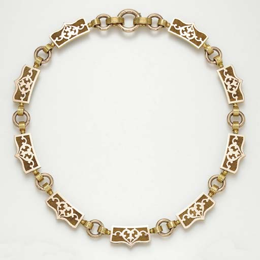 AN ANTIQUE BICOLORED GOLD NECK