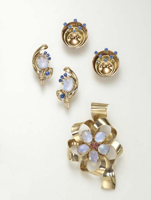 A GROUP OF RETRO GOLD AND GEM-