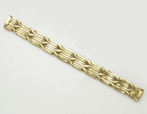 A GOLD BRACELET, BY MARIO BUCC