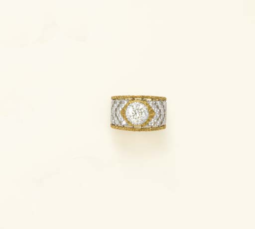 A BICOLORED GOLD AND DIAMOND R