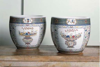 A PAIR OF CHINESE DOUCAI PORCE