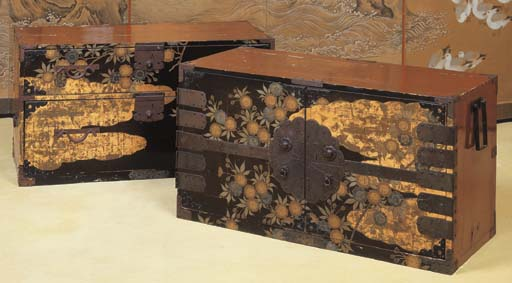 A PAIR OF JAPANESE LACQUER CHE