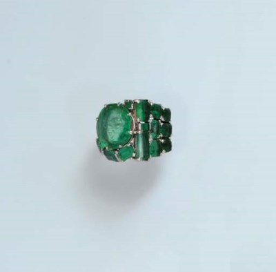 AN EMERALD RING, BY SEAMAN SCH