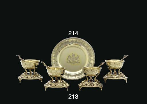 A FRENCH SILVER-GILT FOOTED PL